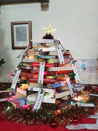 Book xmas tree photo
